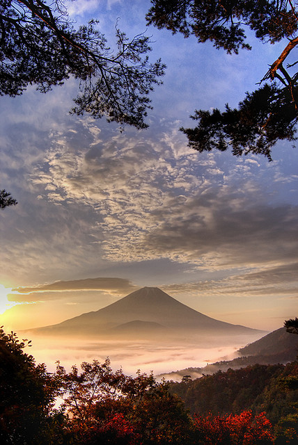 いざ!   pinogo10:  Fuji Sunrise by Camera Freak on Flickr.