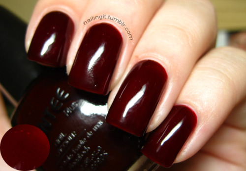 santee - garnet red soooooo squishyyyyyyyyyyy, i've been looking for a polish exactly like this. i bumped it though, don't look at the smudgies :(.