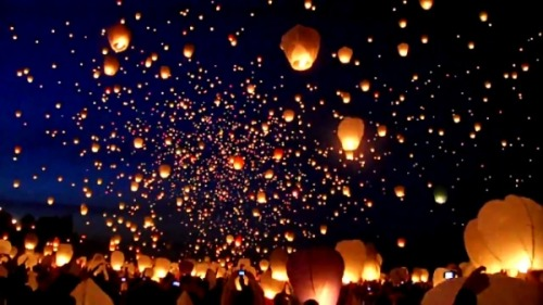 skeletales:  8,000 Floating Lanterns via Colossal