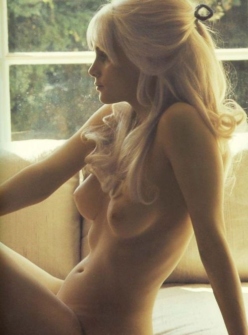 I'm not usually into blonde chicks, but beauty!