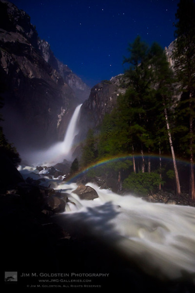 (via Yosemite Falls Moonbow » JMG-Galleries – Jim M. Goldstein Photography)