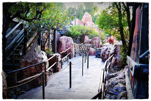 disneylandphotosterpy:  Thunder Mountain Queue on Flickr.