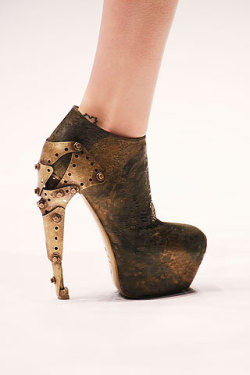 Throwbaaack.. Alexander McQueen steel heel in one word: fierce.