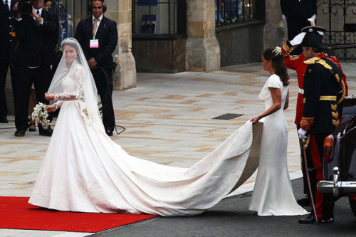 Kate Middleton in alexander Mcqueen Wedding Gown