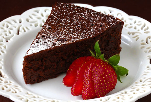 beaucoup-food:  Flourless Chocolate Cake (Only Three Ingredients!)