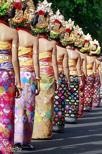 beingindonesian:  Girls on the line. 33rd Bali Art Festival June 2011, Bali, Indonesia. (by Ghaghah Vektoretro)  Mmm~