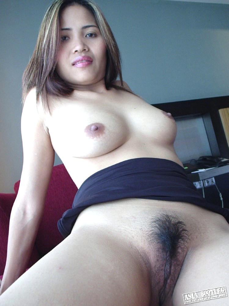 asianbabes2:  Oh shows perfect body and hairy pussy …