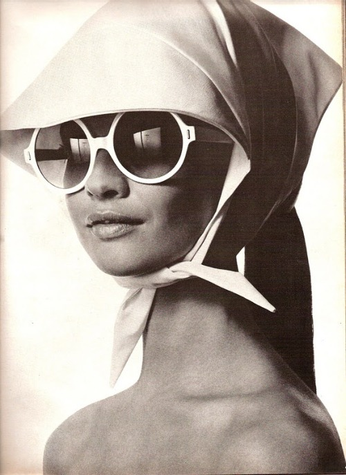 (via Beauty Bulletin, Francoise Rubartelli by Irving Penn « We Heart Vintage)