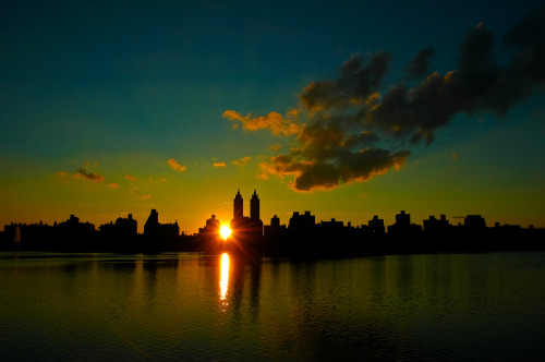 nydaily:  Yet Another Awesome Sunset in Central Park   This town…it's a good town, it is.