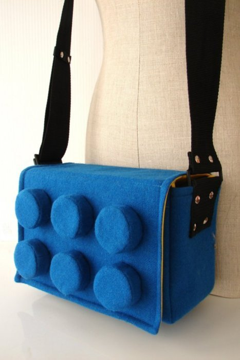 geekdiaries:  LEGO MFKN MESSENGER BAG   I want!