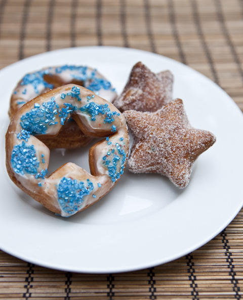 boyfriendreplacement:  Star-Shaped Fourth of July Doughnut Holes and Rings Recipe  !!!!!!!!