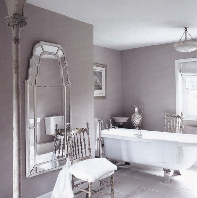 Beautiful feminine bathroom! information: http://thepapermulberry.blogspot.com/
