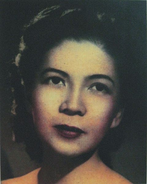 "Role Model! Dr. Fe del Mundo fuileachd:  This woman walked in Harvard in 1936. And survived the testosterone infested Ivy League.  [Del Mundo] humorously relates that when she arrived in Boston and   went to the dormitory assigned her in a letter from the director of the   hospital housing, much to her surprise she found herself in a men's   dorm. Unknowingly the Harvard officials had admitted a female to their   all-male student body. But because her record was so strong the head of   the pediatrics department saw no reason not to accept her. Thus,   upsetting Harvard tradition, she became the first Philippine woman and   the only female at the time to be enrolled at the Harvard Medical   School. —- Ramon Magsaysay Award Foundation biography  Harvard began admitting female students in 1945, nine years after del Mundo was enrolled in the school. It took nine whole years for Harvard to realize women have brains that  work. They must've considered her a fluke in the evolution of man until  they couldn't deny it anymore. She CAME BACK to the Philippines when any sane person would've stayed in the United States, First World country.  She joined the International RedCross. She set up a makeshift hospice, which the Japanese authorities (after the invasion, during the war) later closed down. She later headed a children's hospital, which was converted into a full-care medical center to cope with the casualties of war (WW2) ""Frustrated by the bureaucratic constraints in working for a  government hospital, del Mundo had desired to establish her own  pediatric hospital."" She sold her home and personal effects to build a hospital. She founded the first pediatric hospital in the Philippines She lived in the hospital. She still lives there, rising daily at five in the morning and continuing to make her daily rounds despite being WHEELCHAIR-BOUND and 99 years old. She designed an incubator made out of bamboo for use in rural communities without electrical power."