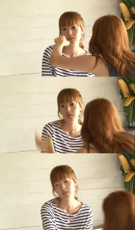 iheartyoona:  devastatic:  snsdarchangel:  lmao Jessi    jung face, hehehehehehahahaha  what's up Jung   Is she for real?!  Oh! I forgot. SHE'S JESSICA JUNG.