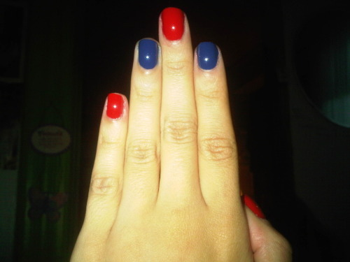 My 4th of July nails. I used China Glaze First Mate and Hey Sailor from the Anchors Away collection. I know its simple, but I like it =]