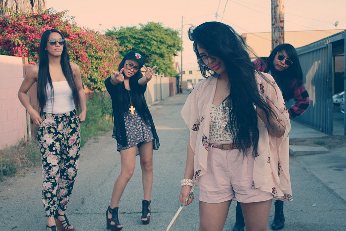 GET ME & MY ASIAN GIRL MOB TO 20,000 ♥