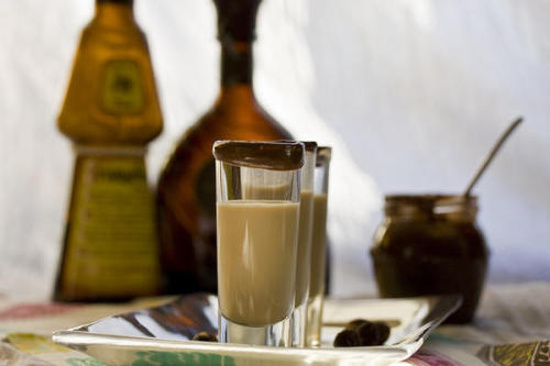 peetypassion:  Nutella Shot Recipe The ingredients and measurements are: * 1 cup ice * ½ cup milk * 2 tablespoons Nutella * 1 shot Baileys * 1 shot vanilla vodka  Instructions: Place all the ingredients into a blender and blend until thick and  creamy. Pour into shot glasses and spread some nutella on the rim if you like.  Guess what my new official shot is going to be? And it has Kismet's official alcoholic drink in it, so it's perfect.