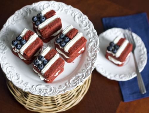 boyfriendreplacement:    Mini Flag Layer Cakes Recipe
