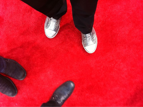 mikemccreadypj:  Note the Silver Iggy shoes I wore on Red Carpet!   we have the same shoes but mine have laces!!