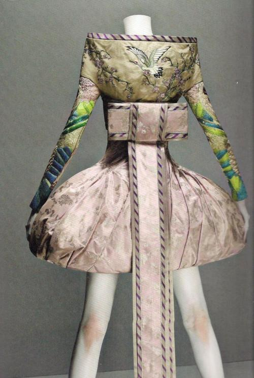 mentalstability:   It's Only a Game, Alexander McQueen Spring 2005 from Alexander McQueen: Savage for Beauty