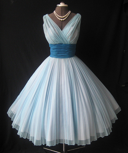 couturecourier:  1950's Fred Perlberg Chiffon Prom dress. Cute! (by my_vintage_studio)