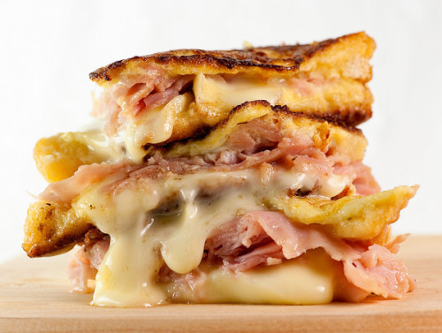 lovelylovelyfood:  French-Style Brie and Ham Croque Monsieur Sandwich