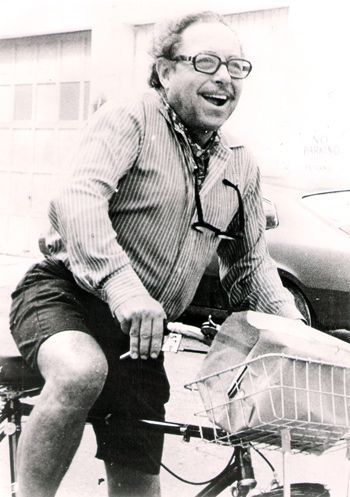ridesabike:  Tennessee Williams rides a bike.