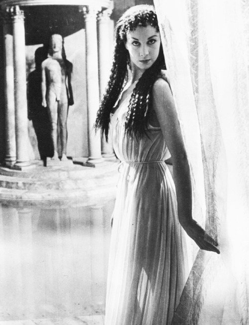 "Vivien Leigh on the set of ""Caesar and Cleopatra"" photo by Cecil Beaton 1944"