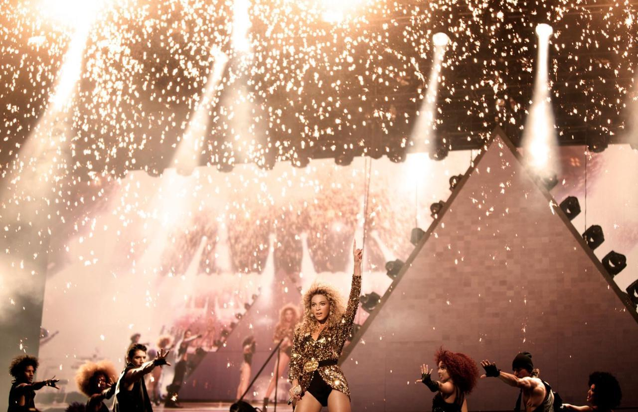 Beyoncé headlined Glastonbury Music Festival 2011.   26 June, 2011