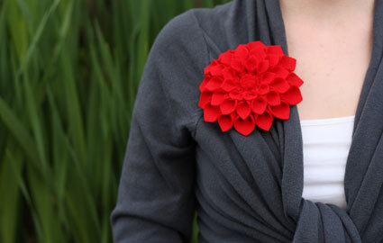 virtualsouvenirs:  DIY Felt Dahlia Brooch - Click for tutorial