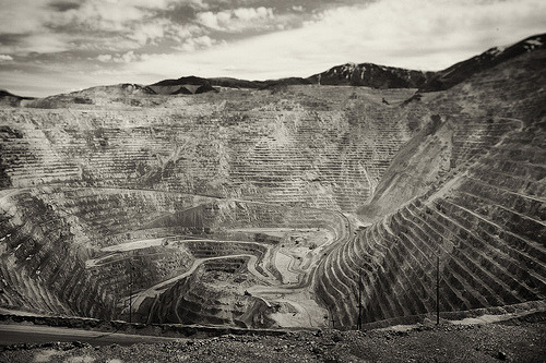 adorablelabrat:  kennecott copper mine (by kudaphoto)