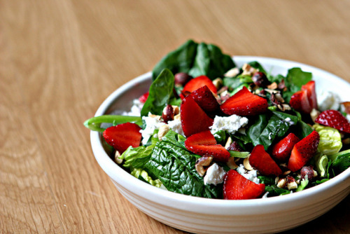 fattiesdelight:  Strawberry Hazelnut Salad