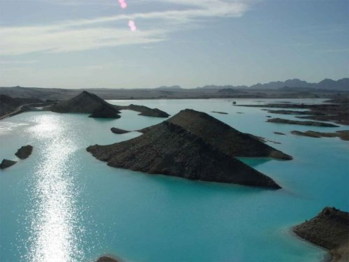 Saindak Dam: Saindak & Reko Diq: The Land of Gold & Copper. This is Saindak Dam in the middle of Barren desert of Saindak-Reko diq, Baluchistan. [Located 50 km away from Iran Border near Taaftan] (via teenageodyssey)  Follow us on Facebook | Twitter or Submit something or Just Ask!