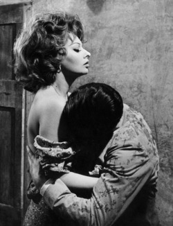 finestrasulcortile:  Sophia Loren and Marcello Mastroianni in Marriage Italian Style [1964]