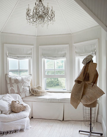 heartbeatoz:  (via Mix and Chic: Home tour- A Hamptons home in red, white and vintage!)