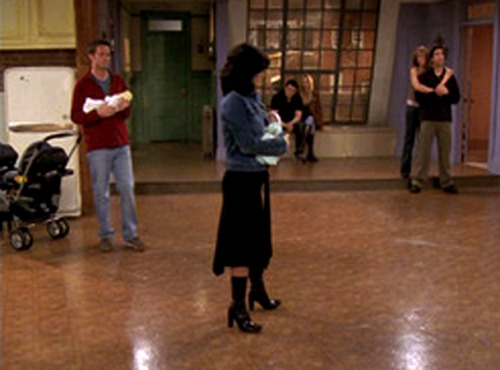 "Friends: apartment (season finale) ""Has it always been purple?"" I MISS FRIENDS!!!!"