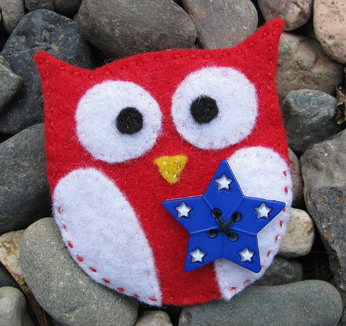 Patriotic Owl Brooch (by BungalowOwl)