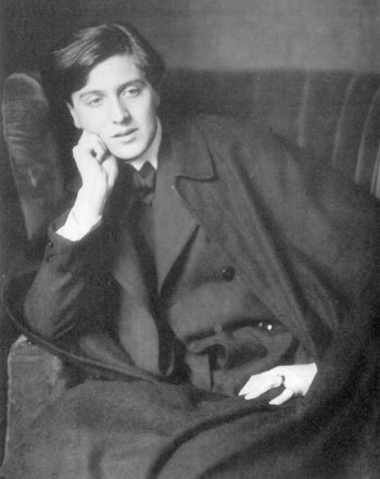 fuckyeahhistorycrushes:  Alban Berg (1885-1935) - Austrian composer of exquisite atonal and twelve-tone works, known for his Violin Concerto and the operas Wozzeck and Lulu.  Surely the hottest of the Second Viennese School!