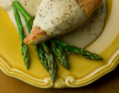 lovelylovelyfood:  Chicken in Mustard Wine Cream Sauce With Asparagus