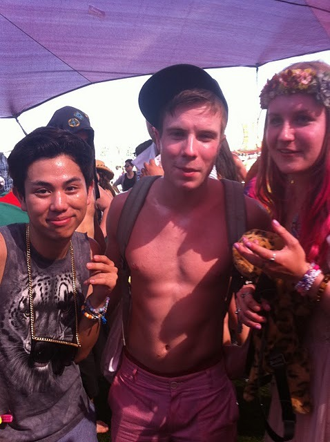 what the fuck. joe dempsie was at coachella this year?