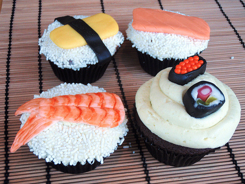 fetishforfood:  Sushi Cupcakes (by Icing Bliss)