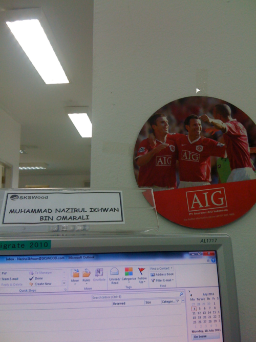 random picture.. my pc… my workplace… ggmu!!