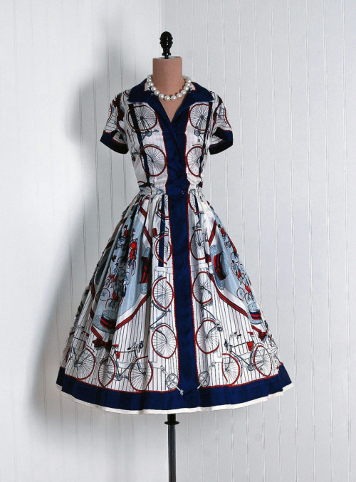 omgthatdress:  1940s dress via Timeless Vixen Vintage