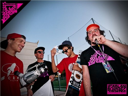 aloeperra:  STYLE FIGHTERS ROUND 4 @ LUGO CITY Skate contest awards. Some cool shades, money and skate gear. Big ups for the winner!