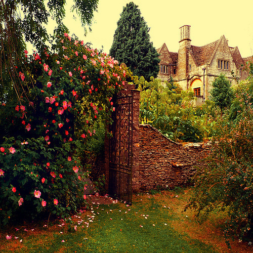 minusoneday:  I want an old English house, with a brick walled and gated garden.  English gardens are where fairytales happen <3