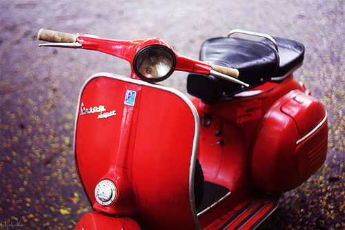 so surprise, my dear's Vespa, my photo found on tumblr, with hundred notes ^^