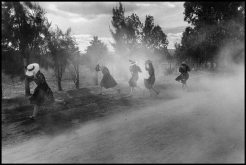 Young Mennonite women flee a cloud of dust, Durango, Mexico, 1994 Larry Towell