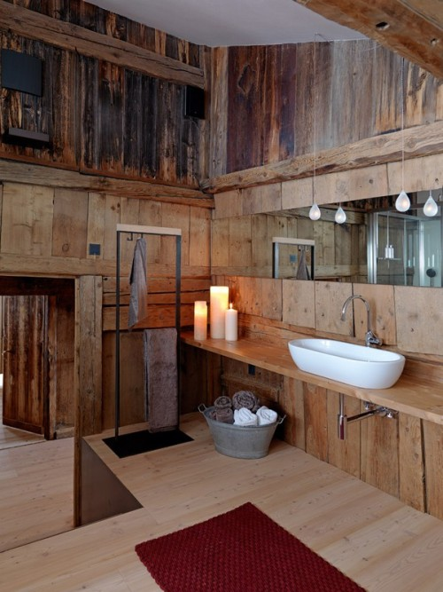 Those sinks. That woodwork. XOXO