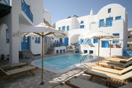 Hotel pool in Kamari, Santorini, Greece (via Photogallery SeaSide Beach Hotel and apartments )