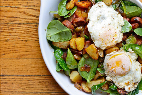 lovelylovelyfood:  Spinach and Potato Breakfast Hash With Eggs